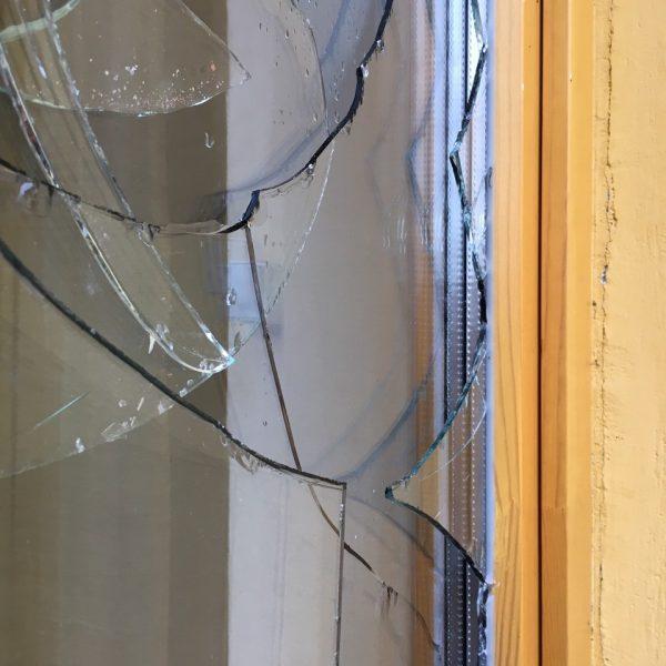 замена стекла-стеклопакета в деревянном окне