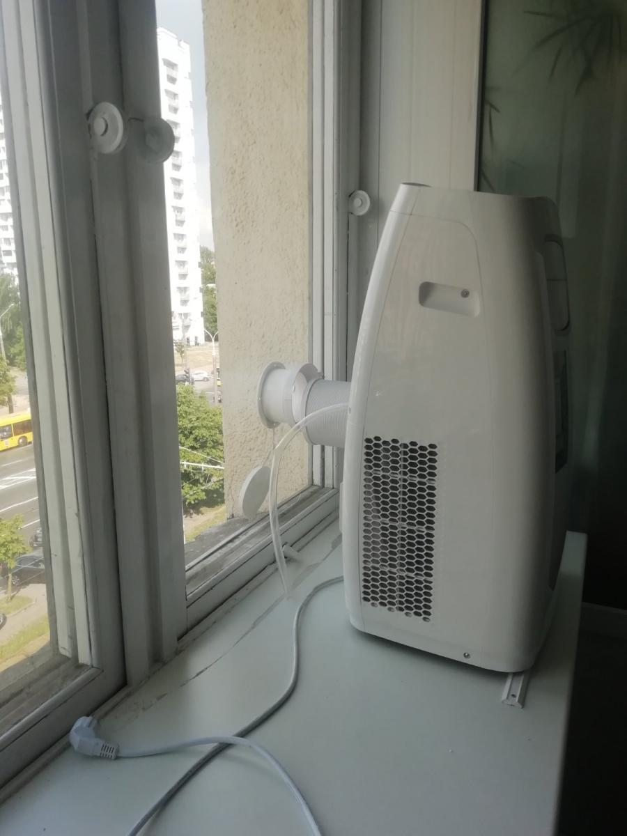 установка стекла с отверстием для подключения кондиционера